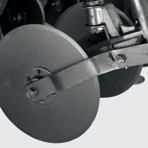 "Aligned cutter disc 18"" (available for models 4000, 4500, 5000 and 5500), unaligned 20"" (available for models 6500 and 7500) with independent spring and individual adjustment."