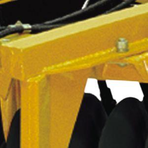 Structure : poutres tubulaires de haute résistance.