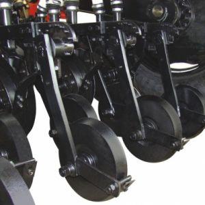 Carrinho com roda compactadora de ferro para melhor fechamento e compactação da semente.