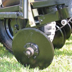 Discos duplos descentrados de 15 para adubo e sementes com limpadores interno individuais ou sulcadores desencontrados pontiagudos com ponteiras removiveis.