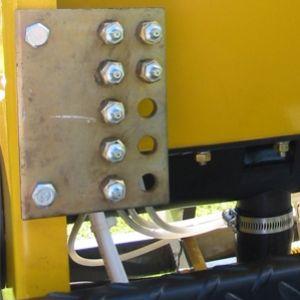 Sistema de lubrificacao centralizado que reduz o tempo utilizado para lubrificar a maquina.