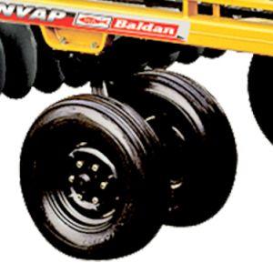 Rodeiro pour le transport avec des pneus 7.50x16.