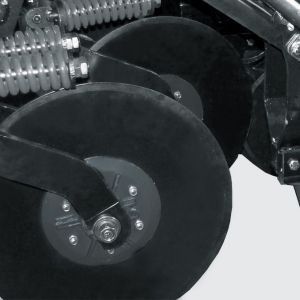 "Mismatched cutter disc of 20"" with independent height adjustment. Optional: cutter disc of 22""."