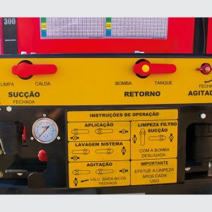 Control panel where several adjustments are made, application dosage, agitation and washing of the system.