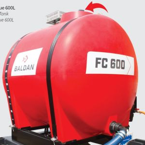 """Tank with autonomy of 600 liters for application of herbicide and another of 30 liters of clean water """"non-potable"""" to activate the washing system, which will clean the pump, nozzles and hoses."""